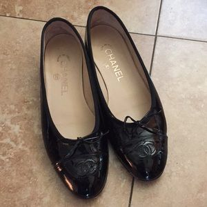 Chanel patent flats size 37 GUC made in Italy